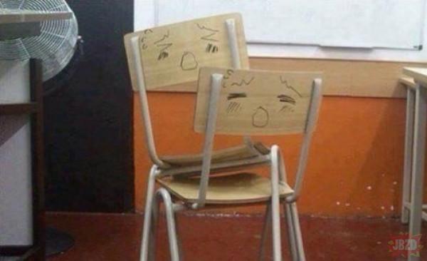 Szkolne krzesła